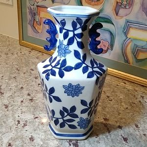 Beautiful blue white floral leaves vase pottery